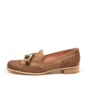 {Stuart Weitzman} Guything Wingtip Loafers Size 9M